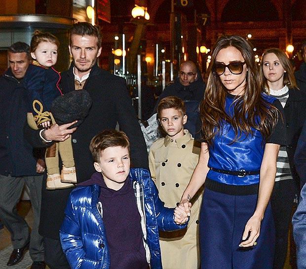 (画像元:http://www.thesun.co.uk/sol/homepage/showbiz/4800880/victoria-beckham-london-fashion-week-david-football-children.html)