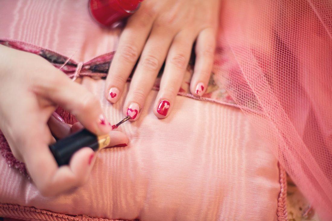 バレンタインネイルに♡あの、バーバリー『チェック&ハーツ』を再現したネイルがかわいすぎる!