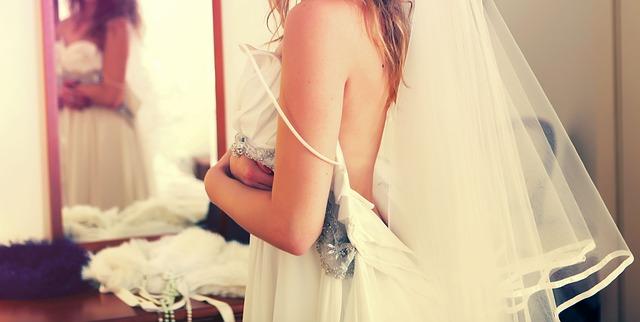 weddings-632734_640