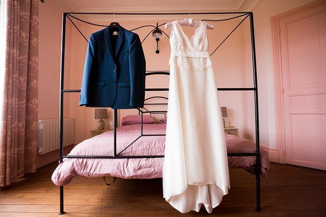 dress-2073427_640