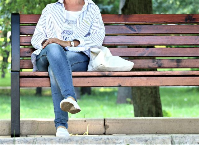 woman-bench-stand-by-blonde-157622v