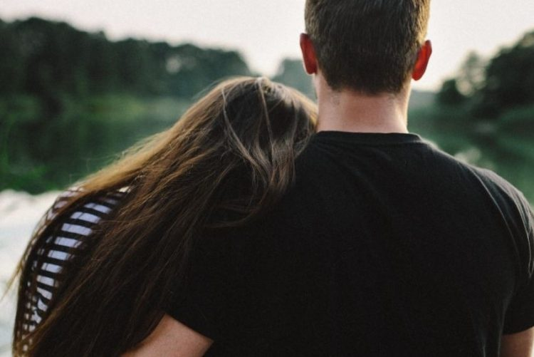 kaboompics_Young couple embracing