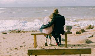 beach-bench-couple-698882