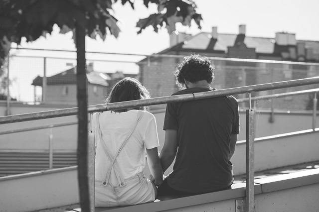 black-and-white-city-couple-159241
