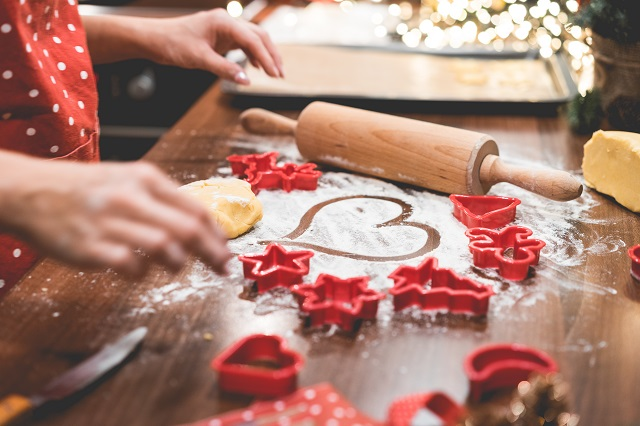 christmas-cookies-baking-with-love-picjumbo-com (1)
