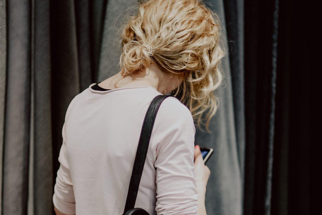 kaboompics_Woman picks fabric in store