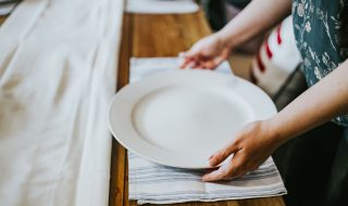 kaboompics_Woman putting a plate on a table (2)