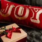 kaboompics_Christmas gifts on black linen bedding