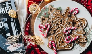 kaboompics_Christmas ornament cookies