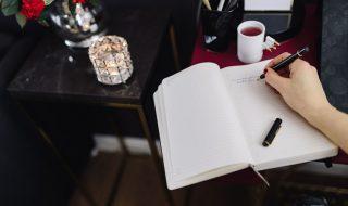 kaboompics_Woman writing on notebook
