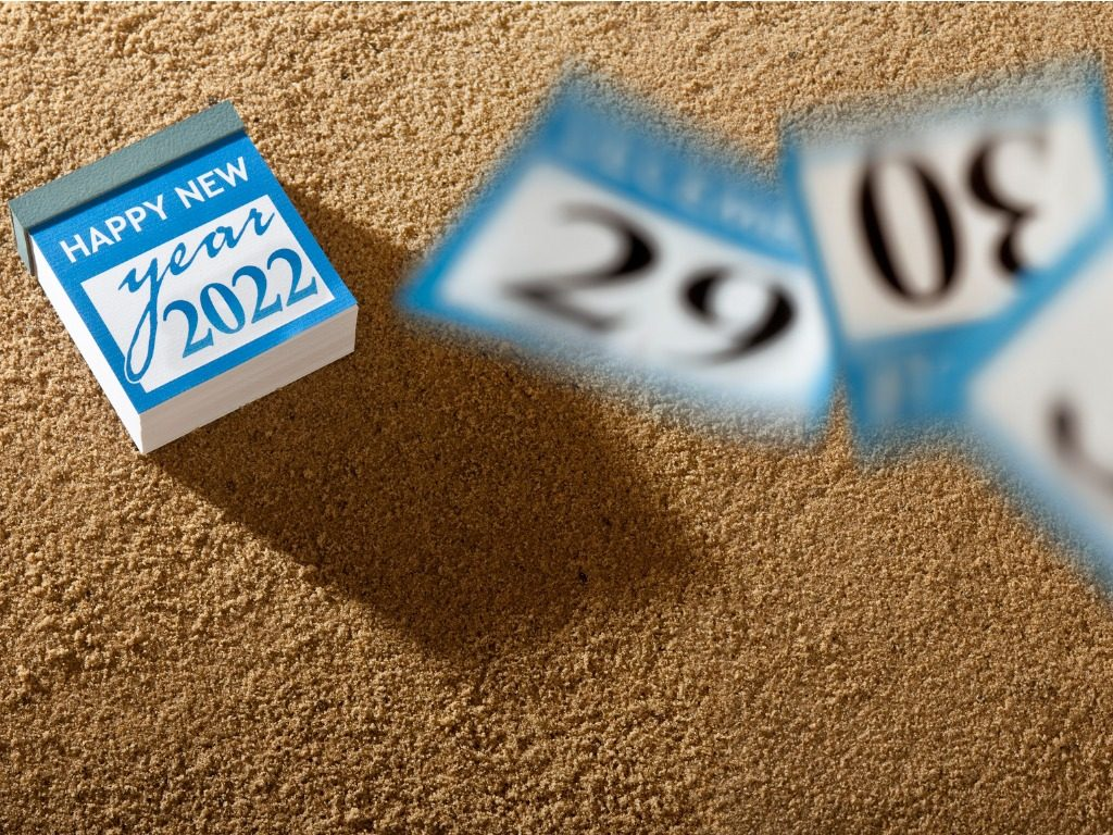 tearoff-calendar-showing-happy-new-year-2022-picture-id1343491541